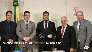 Ministro do MDIC recebe carteira profissional de mestre em Administração