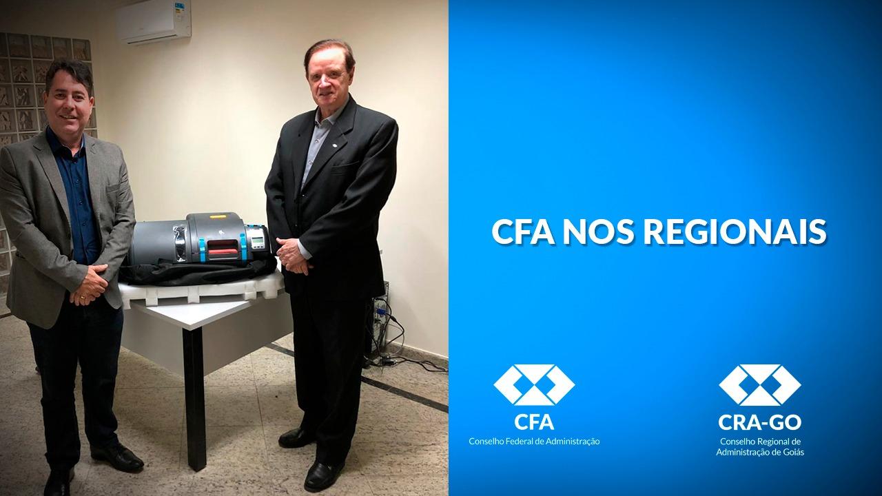 CFA entrega impressora de carteira profissional para o CRA-GO