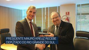 Presidente Mauro Kreuz recebe deputado do Rio Grande do Sul
